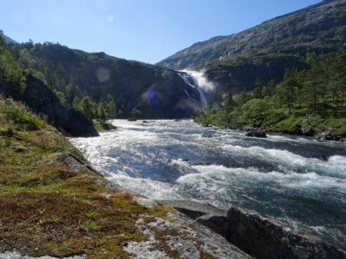 Husedalen is een klimtocht langs vier watervallen in Noorwegen