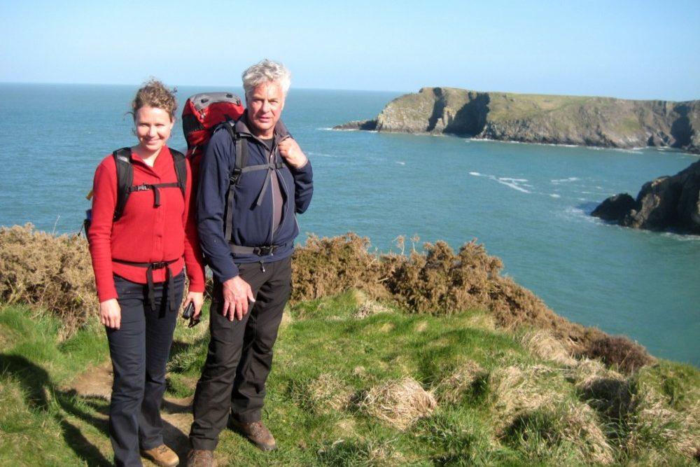 Mijn vader en ik liepen soms echt over richeltjes langs de woeste zee. Gaaf!